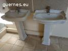 Lot de deux lavabos anciens